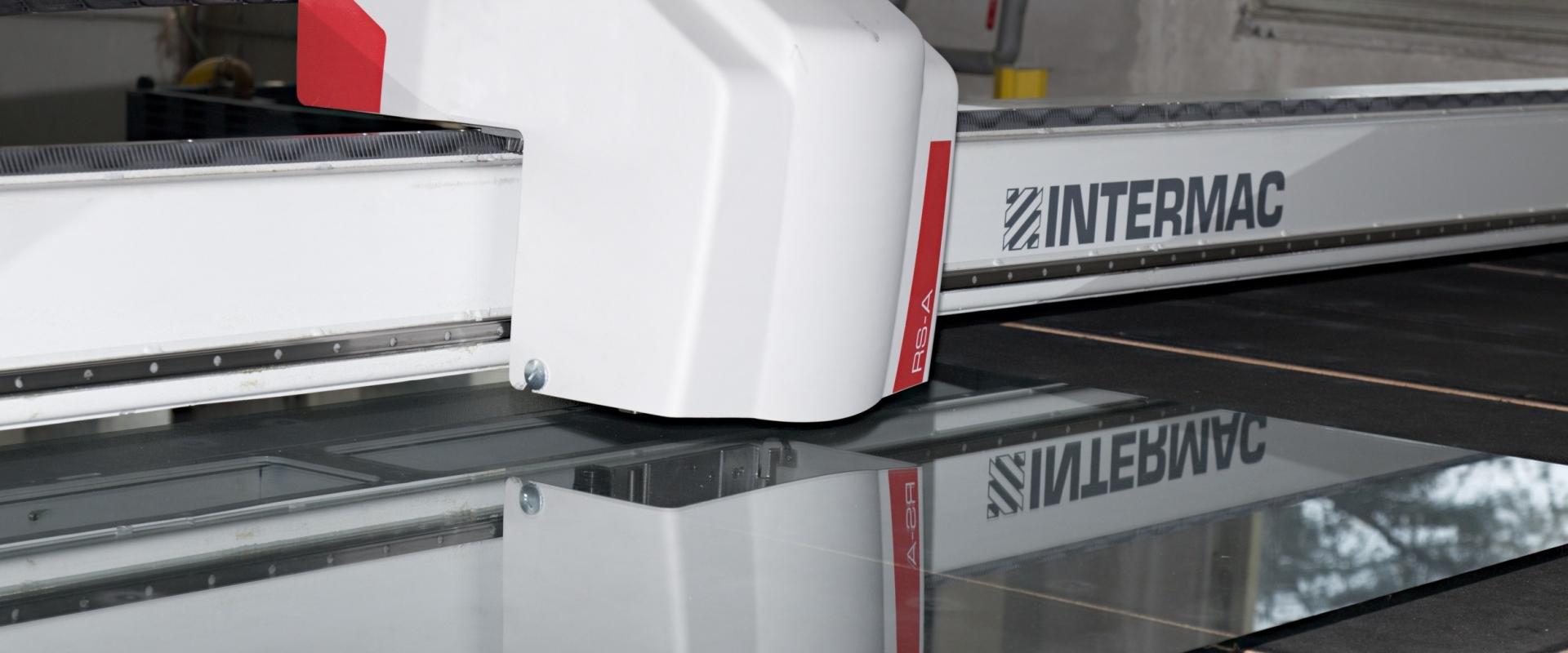 Nový tvarový řezací<br /> stůl Intermac RS